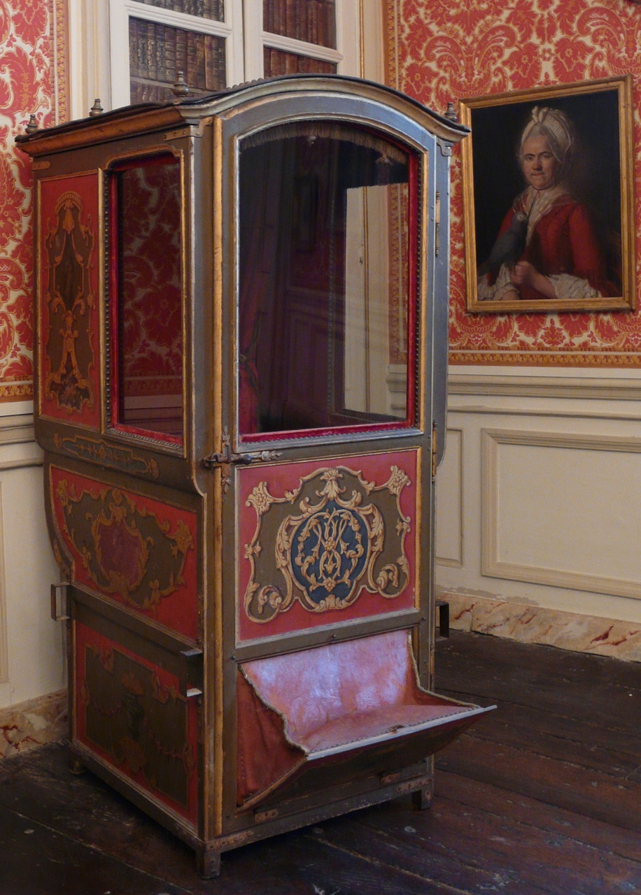 Living Room : the Sedan Chair