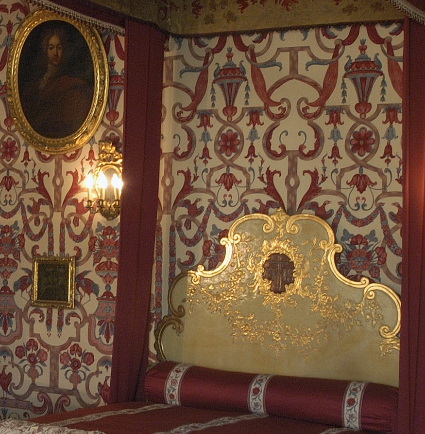 The Main Bedroom : King's bed : details